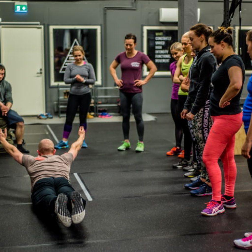 Alkeiskurssi opettaa CrossFitin perusteet ja turvallisen treenaamisen