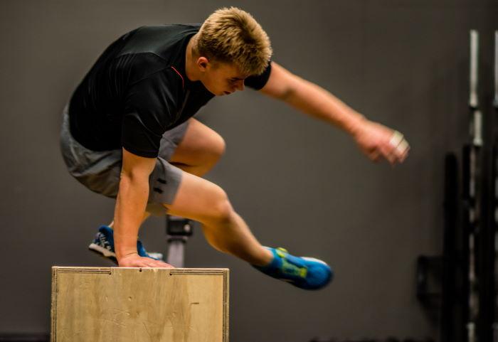 Autamme urheilijoita kehittymään turvallisesti monilla voiman osa-alueilla toisin kuin useat Seinäjoen kuntosalit auttavat vain lihasmassan kanssa